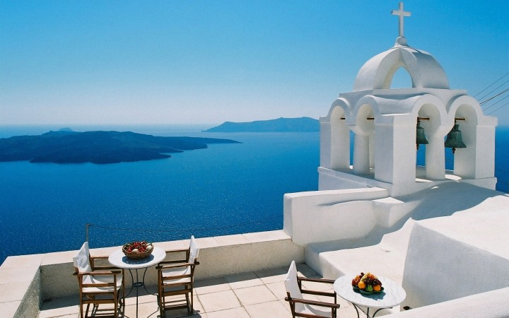 One look and I'm sold. Santorini has to be THE ideal honeymoon vacation